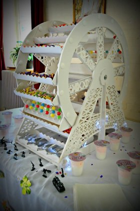 Sweet cart and ferris wheel hire Wiltshire from £30 a day