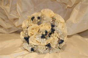 Bouquet of roses with crystals pearls ad brooches