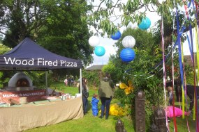 Mobile wood fired pizza caterer set-up near London - Munch Movement