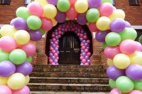 pastel spiral balloon arch