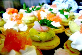 Garnish Smoked salmon & prawn Blinis
