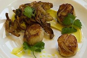 Seared scallops, curried cauliflower puree, onion bhaji