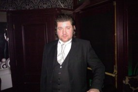 Elliot Lloyd Watson mindreader magician psychic entertainer.