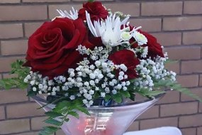 red and white wedding centrepiece martini vase hire london, east london, waltham forest