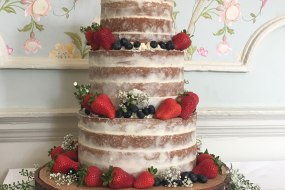 Naked cake and rustic wood slices
