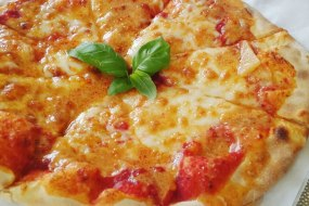 Amore-Pizza