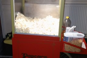 Popcorn machine on matching cart