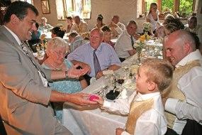 Wedding magician Paul Preager