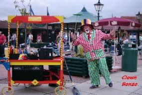 Clown Bonzo for balloon modelling, plate spinning, walkaround events.