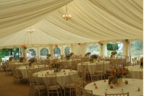 Wedding layout with round tables
