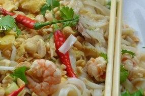 Pad Thai Noodles with pork & prawns