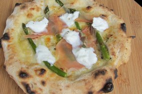 Garlic oil and fior di latte base with Parma ham, asparagus and buffalo mozzerella