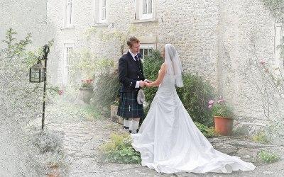 Bride & groom in sketch style image