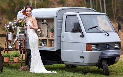 Gin & Prosecco van with bubbly on tap for weddings