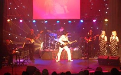 Micky Vegas as Elvis in Concert 4