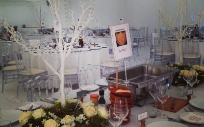 Top table arrangement for a winter wedding