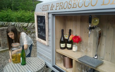Mobile Gin & Prosecco bar for private events & birthday parties