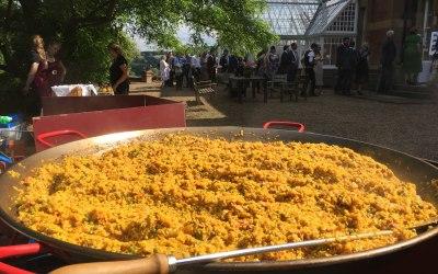 giant paella wedding party