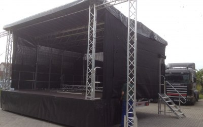 L Mobile Trailer Stage for hire
