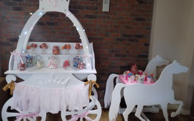 The beautiful Horse & carriage candy cart