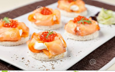 Cream cheese & smoked salmon blinis.