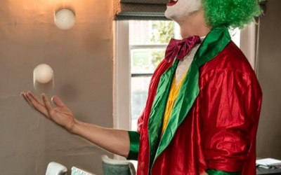 Wowing the guests with juggling tricks