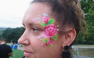 An adult eye design of roses and chunky glitter