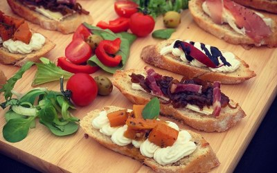We also do crostini canapes