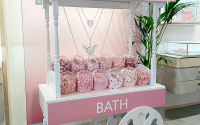Branded Sweet Cart for Pandora Bath Store Reopening