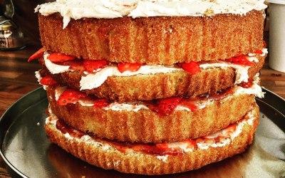 Big Victoria Sponge with Strawberries