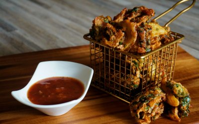 Crisp and golden vegetable pakoras… Simply irresistible!