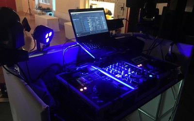 The Pioneer XDJ-700's and DJM-450.