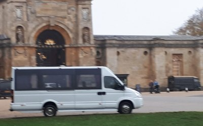 16 seater minicoach at Blenheim Palace