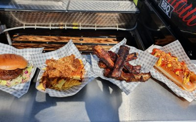 Burgers, ribs, hot dogs and nachos