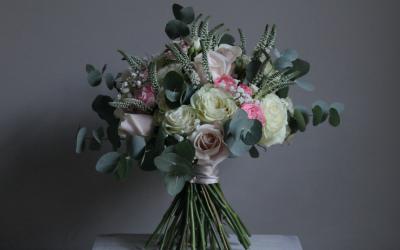 Bridal Bouquet - Pink & White Handtie