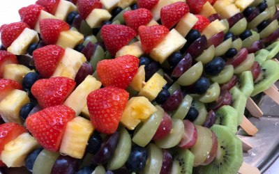 MURPHY BROWNS FRUIT SKEWERS