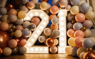 blend numbers/letters with ballons