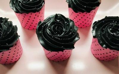 Black swirl polka cupcakes