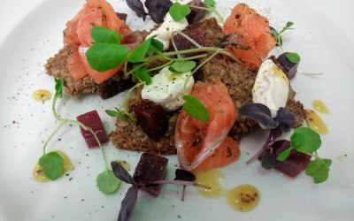 Gin cured salmon, beetroot, ryebread