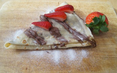 crepe with nutella, strawberry and caster sugar topping