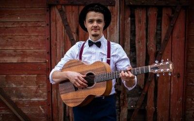 Ash Francis | Wedding Singer & Acoustic Guitarist 3