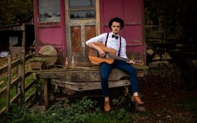 Ash Francis | Wedding Singer & Acoustic Guitarist 1