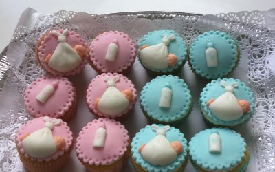 Cupcakes decorated in blue and/or pink. Perfect for a baby shower or gender reveal party