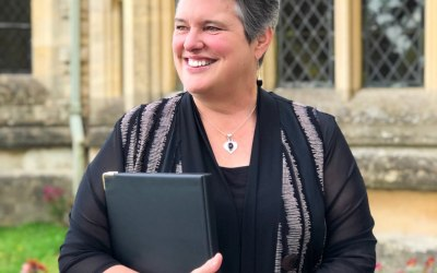 Julia Hawkes Your Celebrant in the Cotswolds 1