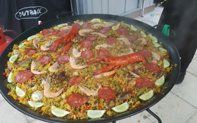 Paella will serve 100 guests