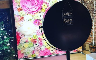 Backdrop with Luxury Beauty Mirror Booth