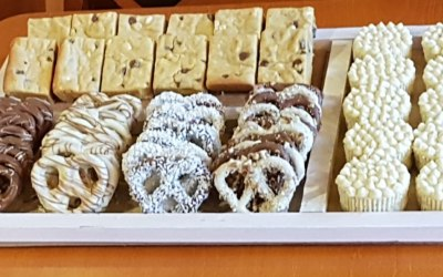 Giant pretzels, vanilla chocolate chip cookie bars and mini banana pudding cheese cakes
