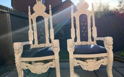 Unique Thrones - Brillaint White with Navy Fabric
