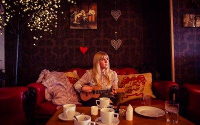 Chloe Acoustic 2