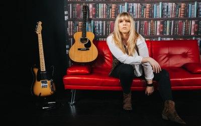 Chloe Acoustic 5